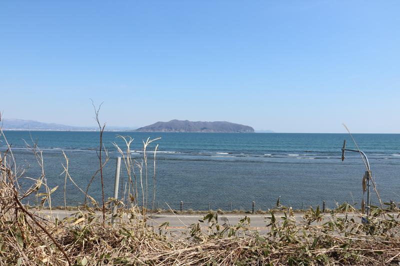 葛登支岬灯台近くから見る函館山
