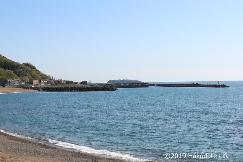 繁二郎浜から鷗島を望む