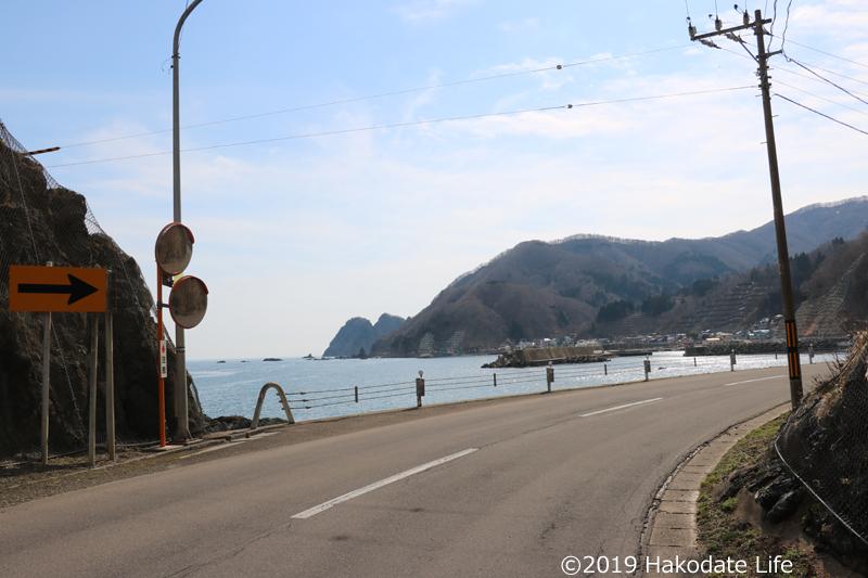 小谷石方面に向かう途中矢越岬が見える