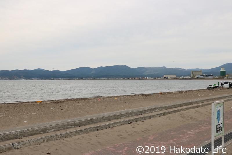 松前街道がすぐ脇を通る道南の砂浜