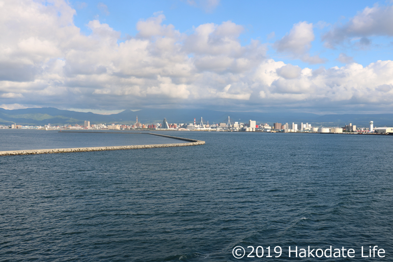 津軽海峡からみた青森
