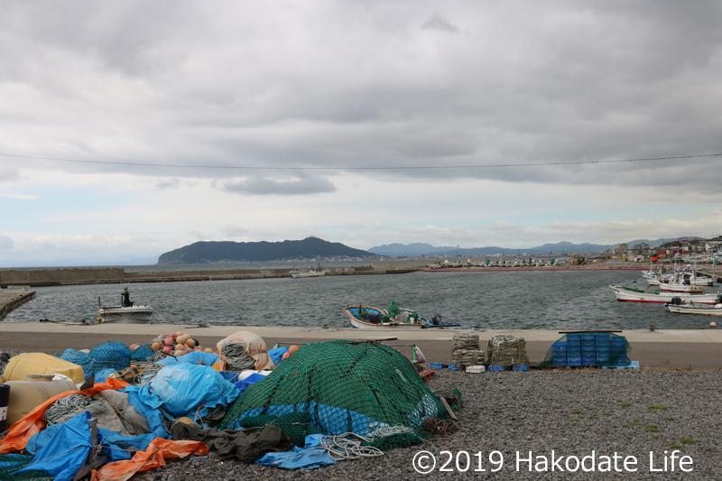 志海苔漁港から宇賀浦を望む