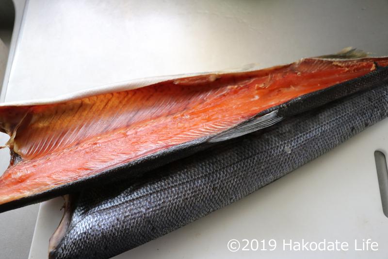 5日間程度干されて乾いた鮭