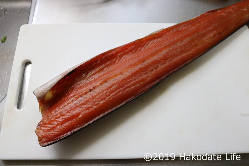 干して乾いた鮭