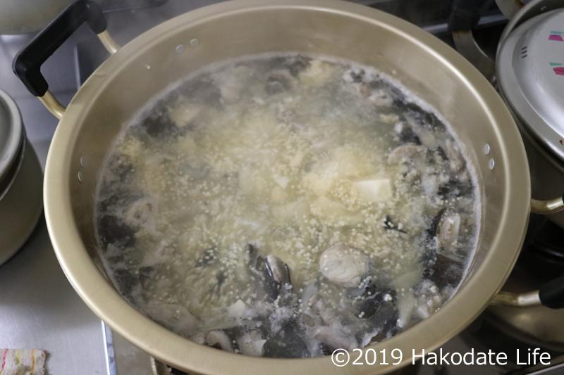 ごっこの卵と豆腐を入れる
