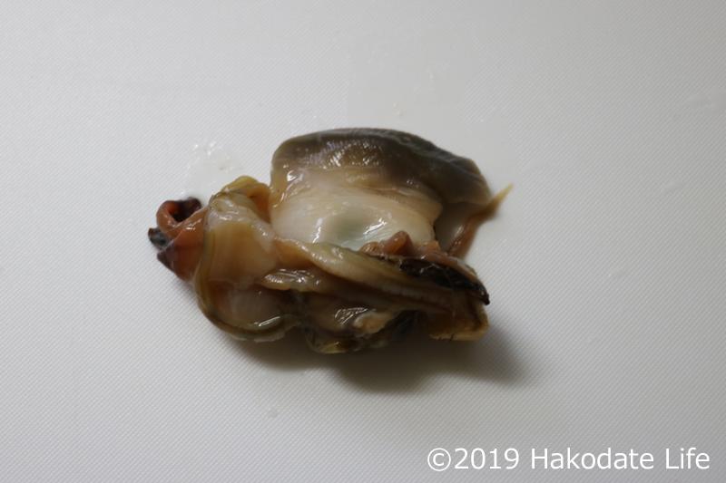 殻を剥いた北寄貝