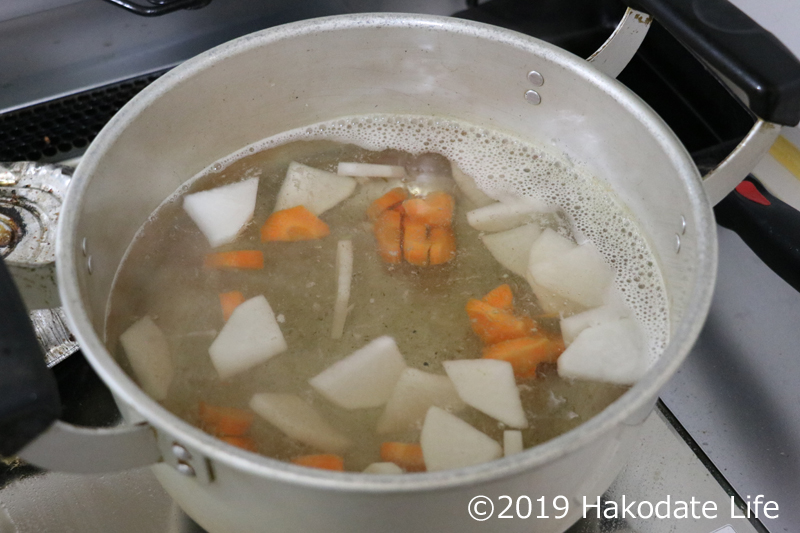 煮えにくい野菜から煮る
