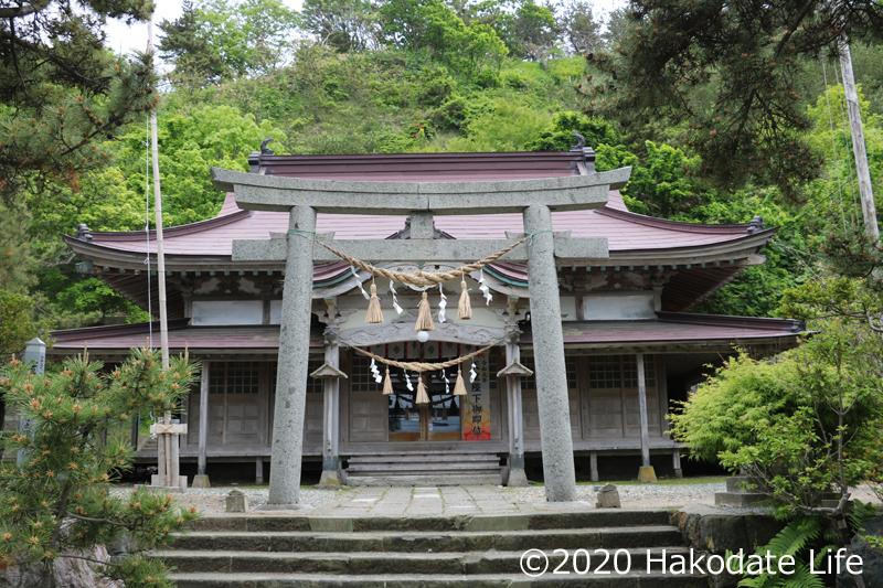 一の鳥居と社殿