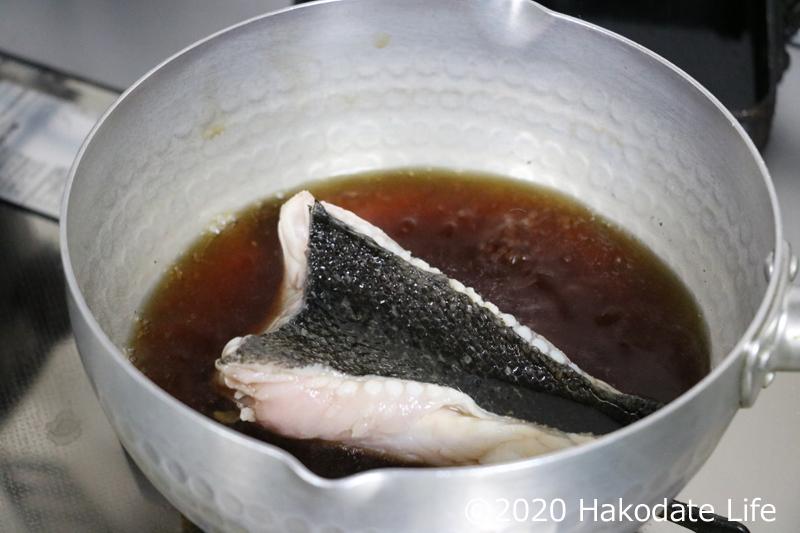 調味液の中で煮る