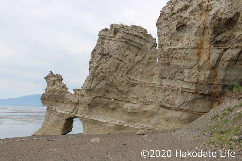 奇岩くぐり岩