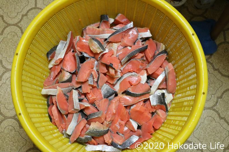 塩抜きの終わった紅鮭