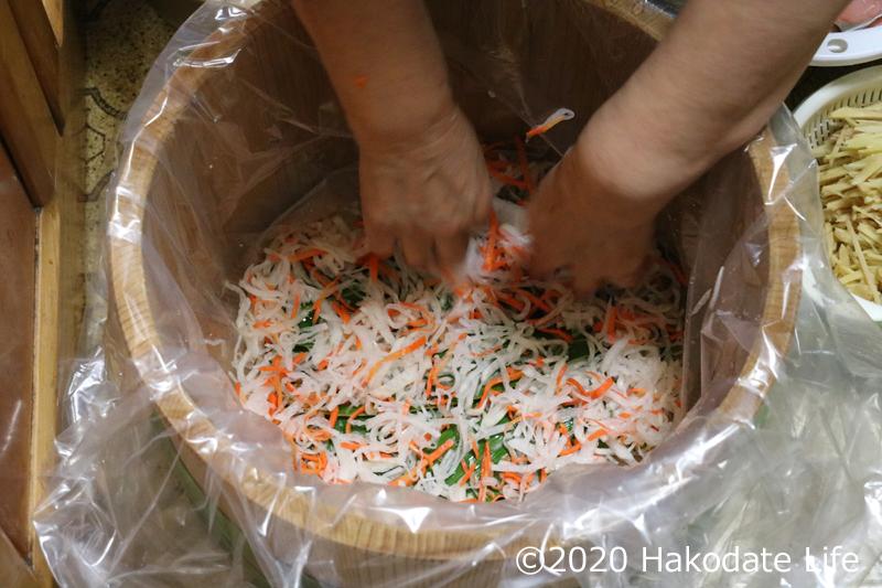 野菜を敷く