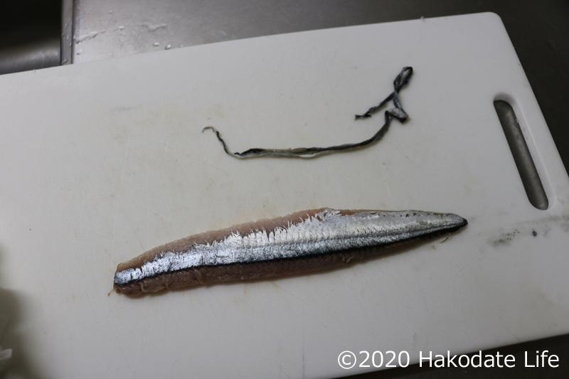 皮を引いた秋刀魚