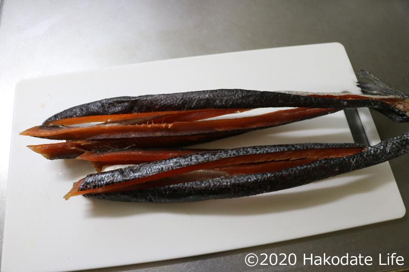 完成したアトランティックサーモンの鮭とば