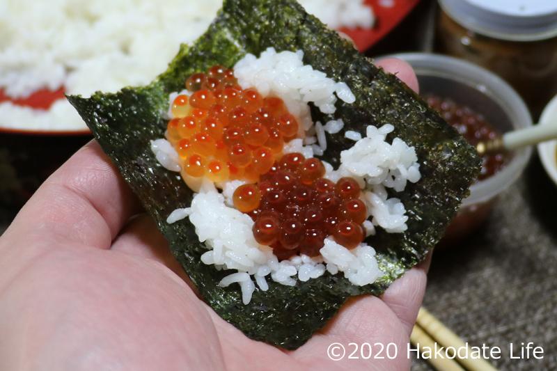 Wのイクラ醤油漬け手巻き寿司