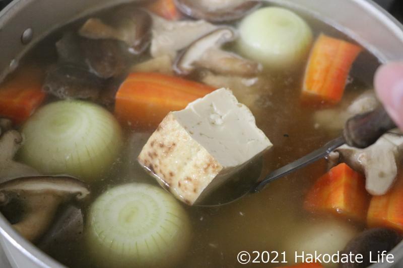 なぜか焼き豆腐も入れる(笑)