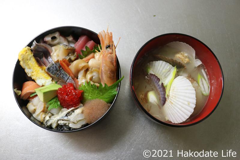 海鮮丼と味噌汁のセット